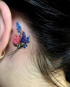 Tiny flowers! By @annatat_md #annatat #flowertattoo #tinytattoo #cutetattoo #girlswithtattoos #girlswhotattoo #thewarrentattoo #sunsetstrip #westhollywood