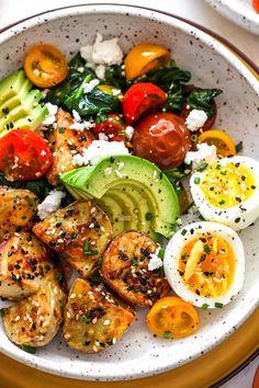 Tomato Breakfast, Breakfast Salad, Avocado Breakfast, Savory Breakfast, Breakfast Bowls, Healthy Breakfast Recipes, Vegetarian Recipes, Healthy Eating, Healthy Recipes