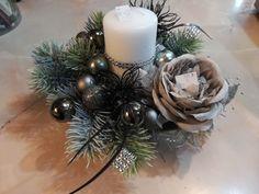 vianoce 2018 Ikebana, Christmas Wreaths, Table Decorations, Holiday Decor, Home Decor, Christmas Garlands, Homemade Home Decor, Holiday Burlap Wreath, Decoration Home