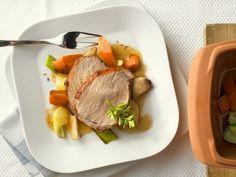 Schweinebraten mit Gemüse im Römertopf ist ein Rezept mit frischen Zutaten aus der Kategorie Schwein. Probieren Sie dieses und weitere Rezepte von EAT SMARTER!