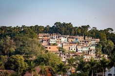 Rio do Contraste  Na esperança de que um dia teremos uma sociedade mais justa e igualitária. Que todos possamos Rir de janeiro a Janeiro.  #leandromarinofotografia #bestoftheday #picoftheday #photooftheday #fotododia #colors #rio #rj #lightslover #021 #cidademaravilhosa #cidadedecontrastes #desigualdade #favela #errejota #errejota021 #rioqueeuamo #poverty #inequality #quemamacuida #esperanca #esperancaeaultimaquemorre #landscape #cityscape #city #brasil #instadaily #instalike #instapic…