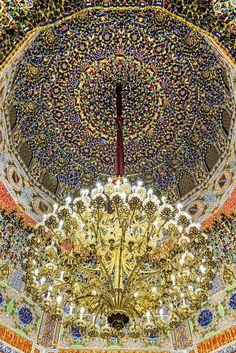 La enorme araña de bronce dorado que preside el Gabinete Árabe del Palacio Real de Aranjuez