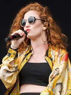 Another new hair icon this festival season, Jess looked amazing at Lovebox letting her curly auburn locks loose, jazzing up the au naturel look with tangerine lippy and some funglasses.THE PRETTIEST PLAITS Beauty Makeup, Hair Makeup, Hair Beauty, Jess Glynne, Hair Icon, Famous Musicians, Women In Music, Celebrity Hairstyles, Wavy Hairstyles