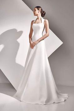 Vestido de novia AURELIA en color marfil de mikado y cola desmontable #modanovias #novias #boda Más fotos en: http://www.modanovias.es/vestidos-novia/aurelia.html