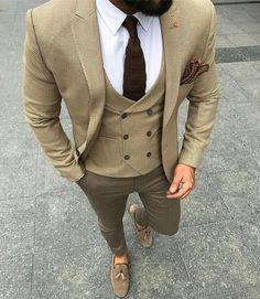 The color coordination. Traje A Rigor, Costume Garçon, Mens Suit Vest, Mens Suits, Blazer Outfits Men, Designer Suits For Men, Dapper Men, Mens Fashion Suits, Gentleman Style