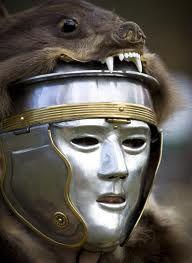 Roman war mask. Da recuperare assolutamente per una delle prossime avventure dei Venatores.