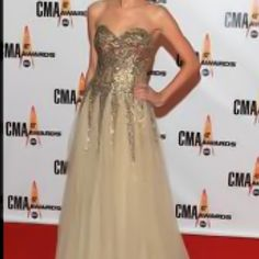 I love both Taylor Swift and this dress!  #taylorswift #dress #fashion #redcarpet