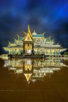 Wat Pa-Phu-Kon at Udon Thani Province Thailand Thailand Destinations, Thailand Travel Tips, Bangkok Thailand, Asia Travel, Travel Destinations, Beautiful Architecture, Beautiful Buildings, Beautiful World, Beautiful Places