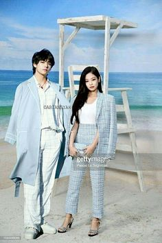 lowkey tho, the pattern contrast reflection from Jennie to Tae or vice versa looks really good as a couple look. Lisa, Stefan William, Bts Twice, Bts Girl, Kpop Couples, Girl Couple, Blackpink And Bts, Jennie Blackpink, Foto Bts
