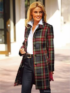 another pinner wrote: ❤️❤️ this tartan coat. Would be great in BlackWatch tartan ❗️ Tartan Fashion, Look Fashion, Womens Fashion, Tartan Mode, Tartan Dress, Plaid Coat, Plaid Jacket, Winter Stil, Dark Winter