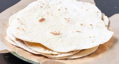Flatbread of platbrood: zo maak je het - Libelle Lekker Chapati, Sandwiches, Bbq, Wraps, Naan, Health, Ethnic Recipes, Food, Barbecue
