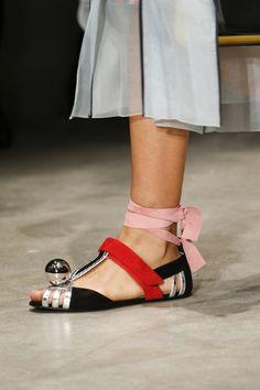 Les chaussures du défilé Prada printemps-été 2016