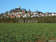 Kulturlandschaft mit alter Ritterburg in Wettenberg Krofdorf-Gleiberg im Landkreis Gießen in Hessen