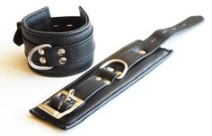 Top Qualität echtes Leder gepolstert Schwarz Handfesseln,Wrist Restraints.