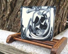 In the pot swirl - Mustavalkoinen saippua - Black and white soap (cold p...