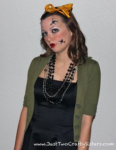 Simple and easy broken porcelain doll costume for Halloween. Unique and fun costume idea for Halloween. Cool Costumes, Halloween Costumes, Halloween Ideas, Broken Doll Costume, Porcelain Doll Costume, China Dolls, China Porcelain, Halloween Face Makeup, Cosplay