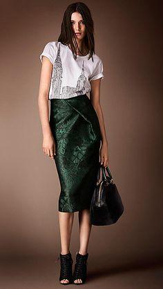 green skirt/ new york t-shirt