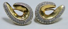 18 ct sold gold designer diamond earring pair high end quality