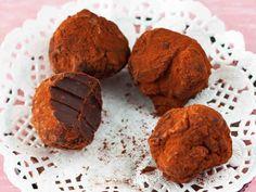 Minttusuklaatryffelit - Reseptit Homemade Candies, Yams, Truffles, Sweet Recipes, Nom Nom, Sweets, Candy, Cookies, Chocolate