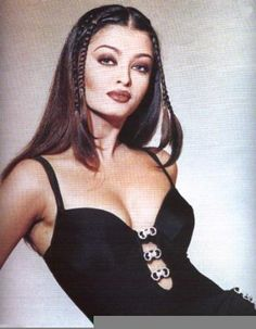 Aishwarya Rai's boldest avatar: Legendary Indian beauty works 90s fashion to the hilt