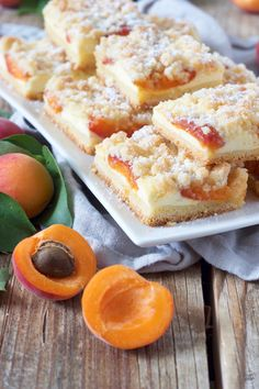 Marillen-Topfenkuchen mit Streusel - Rezept - Sweets & Lifestyle® Apricot cake with curd and crumble No Bake Desserts, Dessert Recipes, Apricot Cake, Crumble Recipe, World Recipes, Chocolate Recipes, Baking Recipes, Bakery, Food And Drink