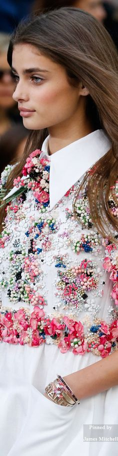 Chanel Collection DETAILS Spring 2015 Ready-to-Wear        Beautiful girl !