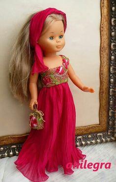 cosiendo vestidos para Nancy por Anilegra