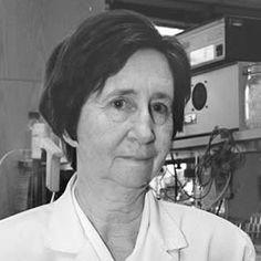 1988  Margarita Salas, primera mujer en la Real Academia de Ciencias Exactas http://elpais.com/especiales/2015/aniversario-20-n/progreso.html