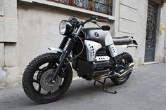 """BMW K100 Street Tracker """"Sentinel"""" by Basic Garage. Perfecta BMW que ha recibido unos buenos cambios para las complicadas líneas de la serie K   caferacerpasion.com"""