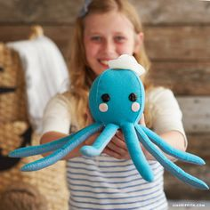 Download our template and follow our easy step-by-step photo tutorial to sew your own nautical felt octopus complete with an adorable sailor's hat!