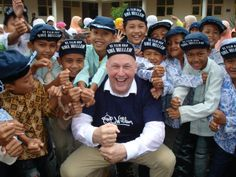 Edwin Rutten in Indonesie (aardbeving) voor Cordaid Mensen in Nood - Regie & fotografie: Dennis Brussaard