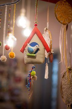 Atenção criativos - o pompom chegou pra ficar!       fotos lindas: Danibat (no estúdio lugastal)     Você deve lembrar da avó, tia ou viz...