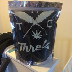 @cannaseur_threadz420 - Comes just like your weed, nice and airtight reusable ziplock bag !!! Quality is everything. !!! Stay fresh people .