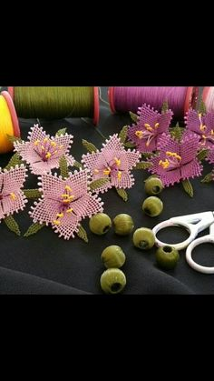 Needle Lace, Crochet Flowers, Needlework, Free Pattern, Diy And Crafts, Baby Shower, Sewing Needles, Ballet Dancers, Ornaments