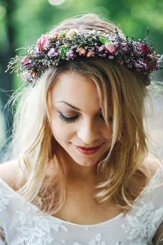 Stunning flower crown on this beautiful bride!