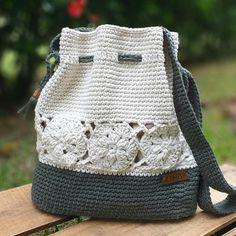 Crochet Drawstring Bag, Drawstring Bag Pattern, Diy Crochet Purse, Crochet Purses, Fall Collections, Knitted Bags, Crochet Accessories, Beautiful Bags, Fashion Bags