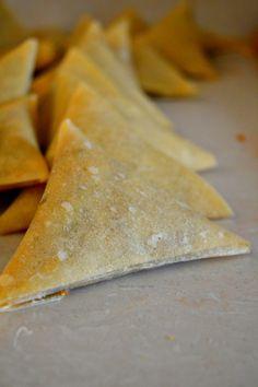 Cheesy Guinness Beef Samosas Mandazi Recipe, Samosa Recipe, Salted Caramel Fudge, Salted Caramels, How To Make Samosas, A Food, Good Food, South African Recipes, Oreo Cake