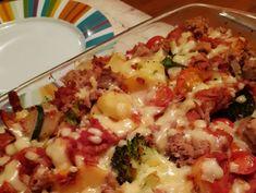 Met aardappel, broccoli en courgette Meat, Chicken, Broccoli, Food, Zucchini, Tomatoes, Essen, Meals, Yemek