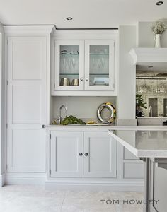 The Hartford kitchen is classic and symmetrical in its design. Using a neutral palette softens the overall look forming a calm and peaceful atmosphere that's perfect in a versatile living space like this. Grey Painted Kitchen, Dark Grey Kitchen, Grey Kitchen Island, Modern Kitchen Cabinets, Shaker Kitchen, Kitchen Ideas, Kitchen Pass, Kitchen Decor, Elegant Kitchens