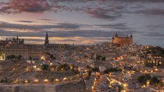 """Τολέδο: η πόλη του El Greco! Μόλις λίγα χιλιόμετρα έξω από την Μαδρίτη, βρίσκεται η ιστορική πόλη του Τολέδο. Μια πόλη συνδεδεμένη με την Ισπανία του μεσαίωνα με μια σπάνια ομορφιά που ξετυλίγεται σε κάθε της πτυχή. Το 1986 ανακηρύχθηκε ως """"Μνημείο Παγκόσμιας Πολιτιστικής Κληρονομιάς"""" από την UNESCO καθώς ολόκληρη η πόλη μοιάζει από μόνη …"""