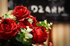 Especialmente para os apaixonados, flores vermelhas sedutoras e encantadoras. Flores artificiais lindas e perfeitas!
