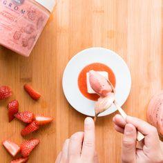 Panna cotta alla fragola - con sorbetto di Grom Panna Cotta, Dessert, Ethnic Recipes, Food, Gastronomia, Dulce De Leche, Meal, Eten, Desserts