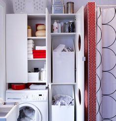 LILLÅNGEN Waschmaschinenschrank und LILLÅNGEN Wäscheschrank in Weiß mit geöffneten Türen präsentieren den Inhalt