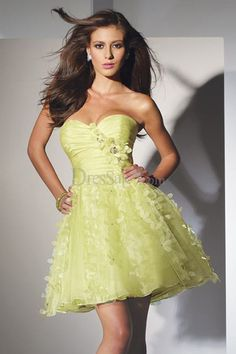 47a1c9e01d0 Romantic Kelly Ball Gown Sweet 16 Dress with Petal-like Ornaments Banquet  Dresses