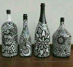 9 Easy And Cheap Ideas: Vases Plant Aquarium flower vases tin cans. Old Wine Bottles, Wine Bottle Art, Diy Bottle, Bottle Vase, Painted Glass Bottles, Glass Bottle Crafts, Pot Mason, Jar Art, Altered Bottles
