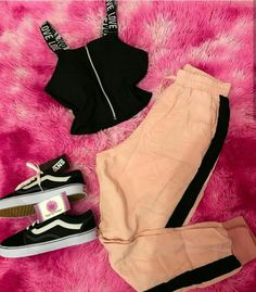 Love this outfit🌸 Sporty Outfits, Stylish Outfits, Cool Outfits, Summer Outfits, Teen Fashion, Korean Fashion, Fashion Outfits, Womens Fashion, Teenager Outfits