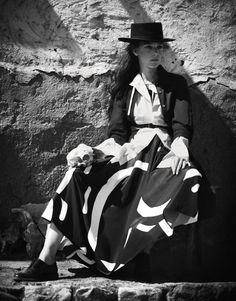 Queen Of The Desert Publication: Porter Magazine #18 Winter Escape 2016 Model: Kati Nescher Photographer: Boo George Fashion Editor: Cathy Kasterine Hair: Alain Pichon Make Up: Pep Gay PART I