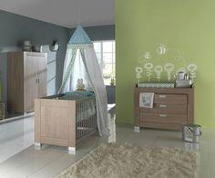 Foto de vinilos decorativos de abejitas y estrellas para decorar habitaciones infantiles. Fuente: www.dqcolor.es