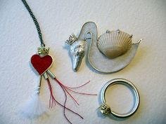 heart necklace, swan brooch, pea ring- 925, 999, 18ct gold, felt, thread,shell.