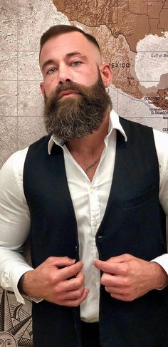 5 Steps To Shape Your Long Beard! Here is a step wise instruction on How to Shape your Long beard in 5 Quick Steps. Beard Styles Names, Beard Styles For Men, Hair And Beard Styles, Great Beards, Awesome Beards, Bald Men Style, Style Men, Types Of Facial Hair, Epic Beard